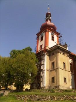 Kostel při opravě fasády 2014